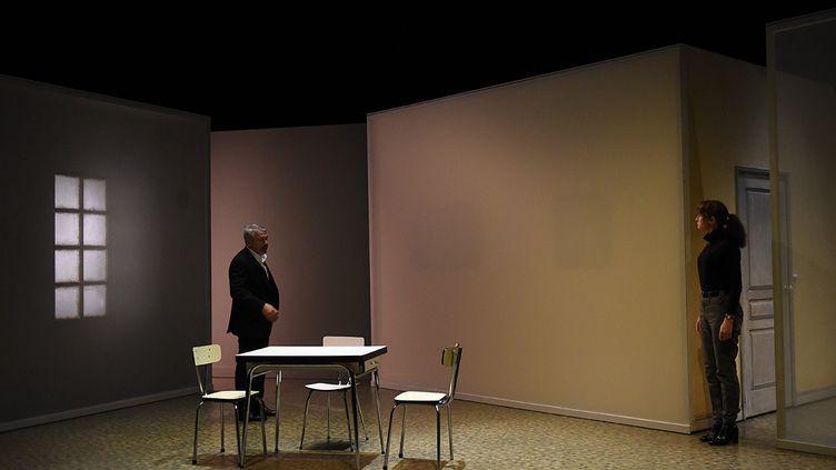 """Philippe Torreton et Anne Brochet pendant les répétitions de """"Tout mon amour"""" à la Comédie de Saint Etienne. (SONIA BARCET)"""