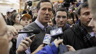 Rick Santorum, candidat à l'investiture républicaine et sensation des primaires après une percée dans l'Iowa, le 3 janvier 2012 à Des Moines, Iowa (Etats-Unis). (JOHN GRESS / REUTERS)