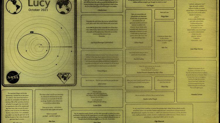 La plaque où sont gravés les messages que la sonde Lucytransporte dans son voyage vers les astéroïdes troyens de Jupiter. (NASA)