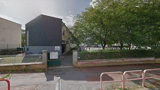 L'entrée de l'écoleélémentaire Buffon, à Châteauroux (Indre). (GOOGLE STREET VIEW / FRANCEINFO)