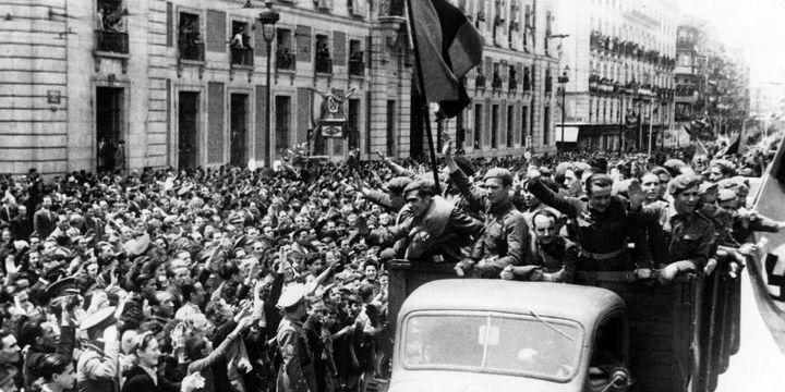 Madrid (Espagne), mai 1942. Accueil triomphal de membres de la Division Azul, de retour du front.   (Photo: Berliner Verlag / Archive)