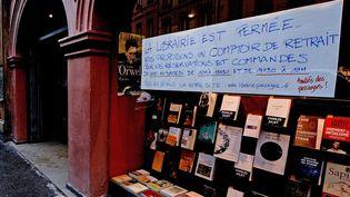 Une librairie fermée à Lyon pour cause de reconfinement, le 3 novembre 2020. (RICHARD MOUILLAUD / MAXPPP)