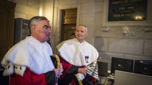 Le procureur général près la Cour de cassation Jean-Claude Marin etBertrand Louvel, le premier président de la Cour de cassation, le 14 janvier 2016 à Paris. (LIONEL BONAVENTURE / AFP)