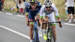 Les Français Yoann Offredo et Elie Gesbert se sont échappés, durant plusieurs kilomètres, avant d'être repris par le peloton lors de la 10e étape, le 11 juillet 2017. (PHILIPPE LOPEZ / AFP)