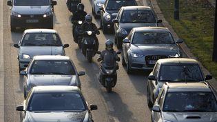 Un embouteillage à Paris, en décembre 2013. (Photo d'illustration) (THOMAS SAMSON / AFP)