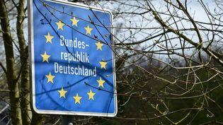 En privilégiant quasi systématiquement le maintien sur le sol allemand, les services administratifs de la jeunesse et la justice sont accusés de violer les règles européennes (JEAN-LUC FLEMAL / MAXPPP)