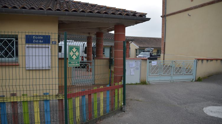 L'entrée de l'école Jules-Ferry à Bessens (Tarn-et-Garonne), le 18 avril 2019. (PASCAL PAVANI / AFP)