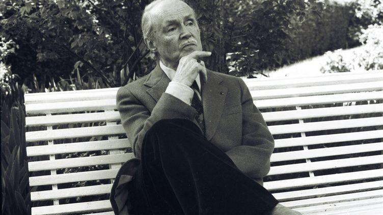 Maurice Genevoix,dans sa maison des Vernelles à Saint-Denis-de-l'Hôtel dans le Loiret, le 05 juin 1974. (REPUBLIQUE DU CENTRE / MAXPPP)