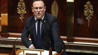 Le député Les Républicains de l'Ain, Damien Abad, à la tribune de l'Assemblée nationale, le 3 mars 2020. (LUDOVIC MARIN / AFP)