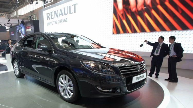 Un modèle Talisman de Renault exposé au salon Auto China à Pékin (Chine), le 23 avril 2012. (ED JONES / AFP)