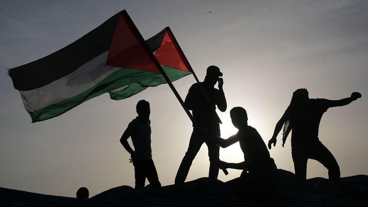 """Des manifestants palestiniens manifestent à la frontière entre la bande de Gaza et Israël pour faire valoir leur """"droit au retour"""". (ASHRAF AMRA \ APAIMAGES/SIPA / APAIMAGES)"""