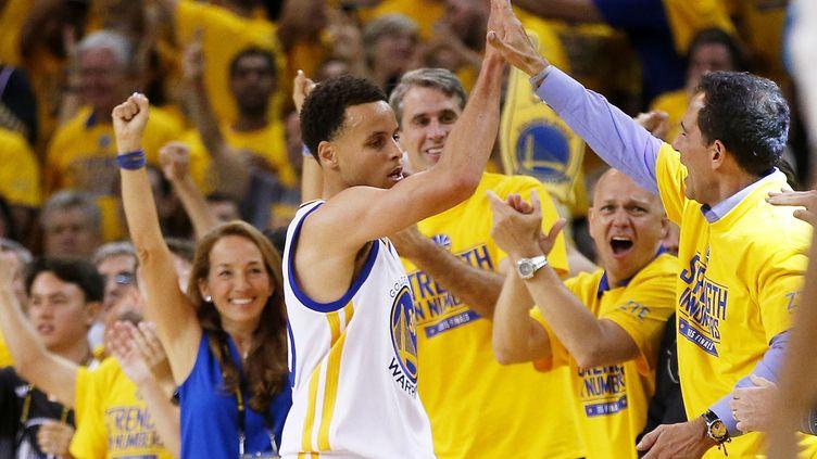 Stephen Curry a été monumental la nuit dernière (EZRA SHAW / GETTY IMAGES NORTH AMERICA)
