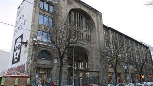 La façade extérieure du Tacheles, dans le quartier du Mitte à Berlin.  (ROBERT SCHLESINGER/DPA/MAXPPP)