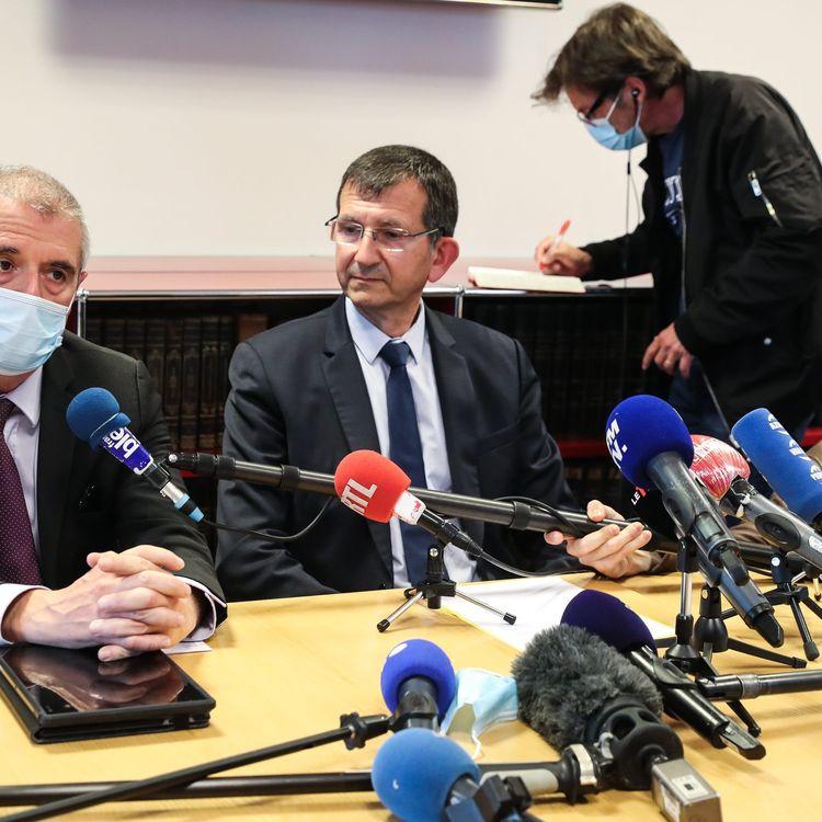Le procureur Philippe Guémas (au centre), le 6 mai 2021, lors d'une conférence de presse organisée à Avignon (Vaucluse). (MAXPPP)