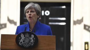 La Première ministre du Royaume-Uni, Theresa May, s'exprime après l'annonce des résultats des législatives, le 9 juin 2017, au 10 Downing Street à Londres. (JUSTIN TALLIS / AFP)