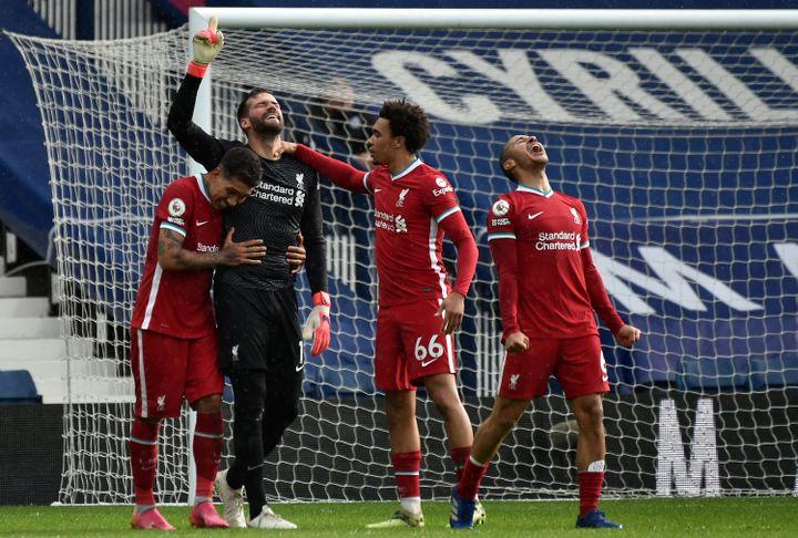 La joie des joueurs de Liverpool après le but d'Alisson Becker face à West Bromwich Albion. (RUI VIEIRA / POOL)