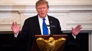 Le président américain, Donald Trump, s'adresse à des gouverneurs le 25 février 2019 à la Maison Blanche, à Washington (Etats-Unis). (KEVIN DIETSCH / CONSOLIDATED NEWS PHOTOS / AFP)