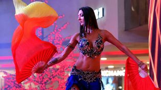 Une danseuse du ventre russe sur scène le 19 décembre 2020. (RAMESH SHANKAR R / THE TIMES OF INDIA)
