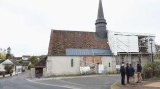 Être maire, curé, agriculteur ou commerçant en zone rurale oblige à gérer certaines situations délicates. (France 2)