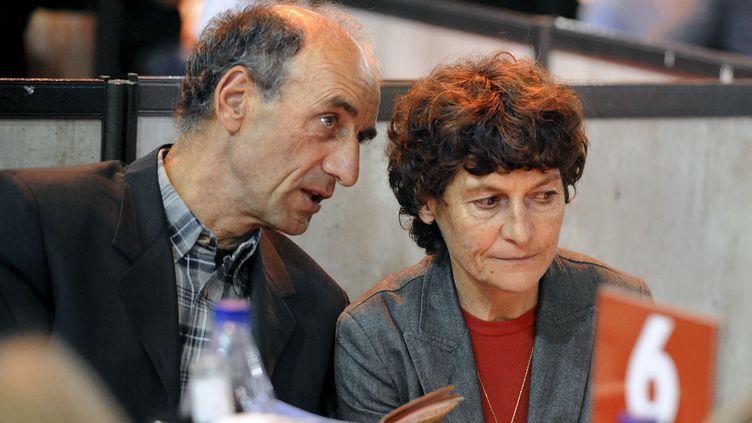 Patrice Ciprelli, aux côtés de sa femme Jeannie Longo, le 27 octobre 2011 (JEAN-PIERRE CLATOT / AFP)