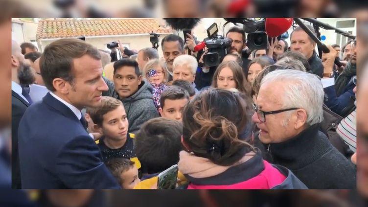 Emmanuel Macron s'est rendu dans l'Aude lundi 22 octobre 2018, après les intempéries record qui ont frappé le département au début du mois. (FRANCE 3)