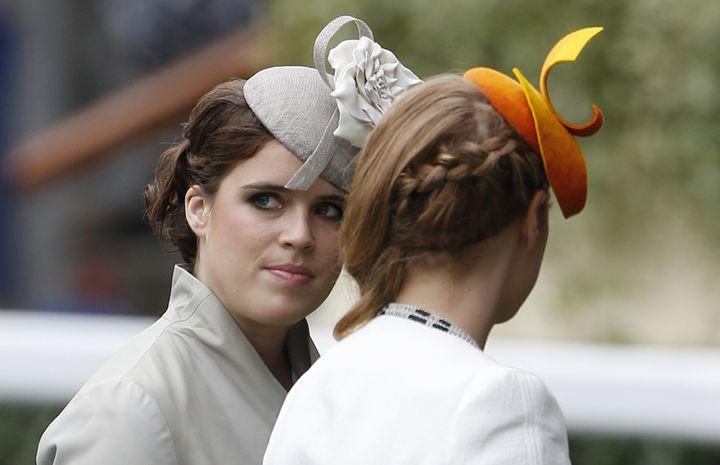 Les princesses Eugenie et Beatrice, à l'occasion du festival de courses hippiques Royal Ascot, àLondres,le 19 juin 2014. (SUZANNE PLUNKETT / REUTERS )