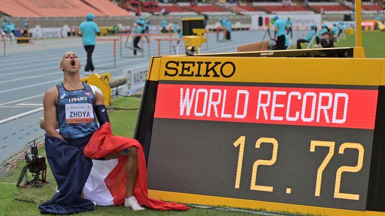 Le Français Sasha Zohya a remporté la finale du 110m haie des championnats du monde juniors et amélioré le record du monde U20 à Nairobi, samedi 21 août 2021. (TONY KARUMBA / AFP)