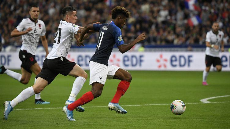 L'attaquant tricolore Kingsley Coman ouvre le score pour les Bleus face à l'Albanie, le 7 septembre 2019 au Stade de France (Seine-Saint-Denis). (LIONEL BONAVENTURE / AFP)