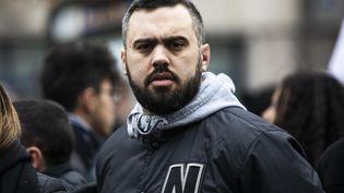 """La figure des """"gilets jaunes"""" Eric Drouet lors d'une manifestation contre la réforme des retraites à Paris, le 14 janvier 2020. (MAXPPP)"""