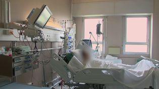 Coronavirus : l'hôpital de Tourcoing, dans le Nord, est durement touché par la seconde vague (FRANCE 2)