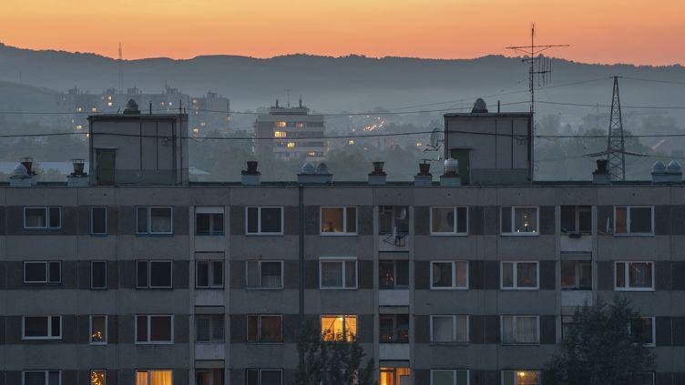 Les tarifs de l'électricité vont augmenter de 5% en moyenne en France le 1er août 2013. (YORKFOTO / E+ / GETTY IMAGES)