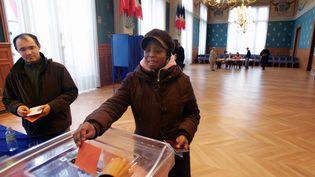 Lors d'un référendum symbolique sur le droit de vote des étrangers, en mars 2006, à Saint-Denis (Seine-Saint-Denis). (JOEL SAGET / AFP)