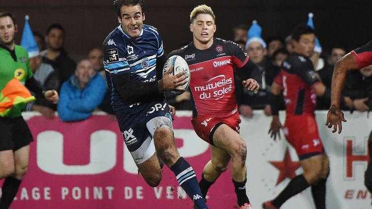 Joffrey Michel s'en va inscrire le premier essai montpelliérain contre Toulon (SYLVAIN THOMAS / AFP)