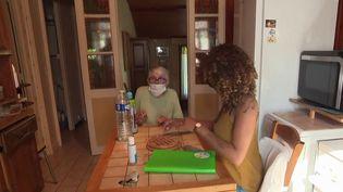 Jean Castex a annoncé plusieurs mesures liées aux personnes âgées, jeudi 23 septembre. Parmi elles : une hausse des salaires des aides à domicile. (CAPTURE D'ÉCRAN FRANCE 3)