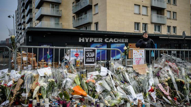 L'Hyper Cacher porte de Vincennes à Paris, après l'attentat du 9 janvier 2015. (CHRISTOPHE PETIT TESSON / MAXPPP)