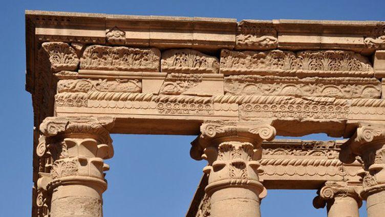 Détail d'une colonnade du temple hellenistique de Mrn à Hatra, en Irak, prise en octobre 2013.  (Hubert Debbasch / AFP)