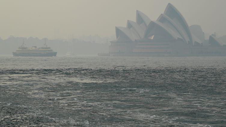 L'opéra de Sydney dans les fumées toxiques, le 10 décembre 2019. (REUTERS)