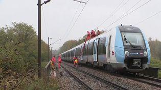 SNCF : le trafic perturbé par le passage de la tempête Aurore (FRANCE 3)