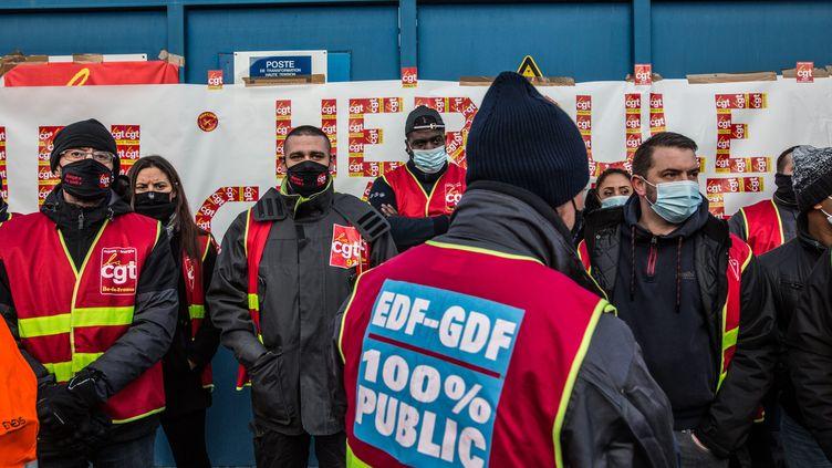 Les salaries d'Enedis et de Gaz de France ont bloqué le site de Romainville (Seine-Saint-Denis), le 15 janvier 2021 (SADAK SOUICI / LE PICTORIUM / MAXPPP)