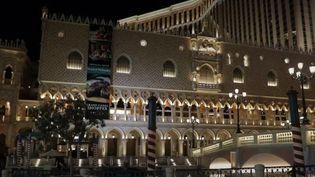 À Las Vegas (États-Unis), les complexes hôteliers n'hésitent pas à dupliquer les décors des plus belles villes du monde pour attirer les vacanciers. (FRANCE 2)