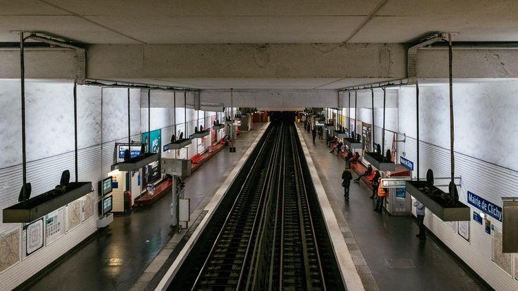 Des quais de métro désertés, le 23 mars 2020 à Paris. (MATHIEU MENARD / HANS LUCAS / AFP)