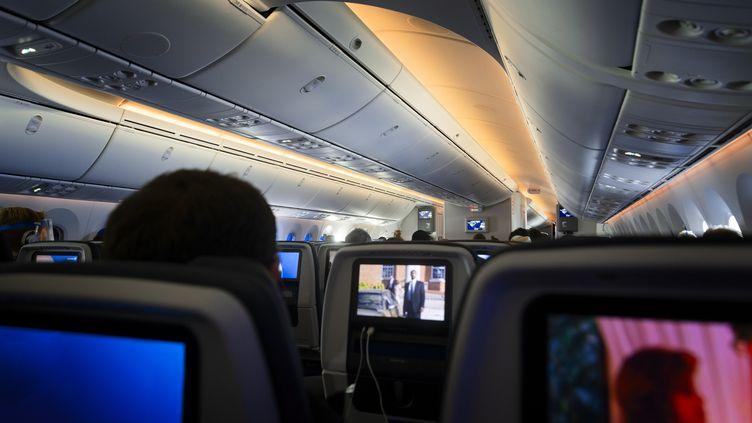 Le secteur aérien inquiet avec les nouvelles annonces concernant l'arrêt des voyages non essentiels et les incertitudes sur la relance des liaisons aériennes entre les continents. (Illustration) (THOMAS WINZ / PHOTODISC / GETTY IMAGES)