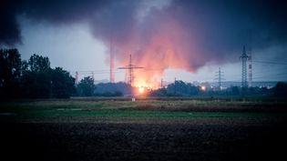 Un incendie s'est déclaré à la suite d'une explosion dans une raffinerie près d'Ingolstadt (Allemagne), le 1er septembre 2018. (SEBASTIAN PIEKNIK / NEWS5 / AFP)