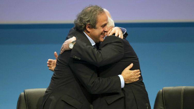 Michel Platini félicité par Senes Erik