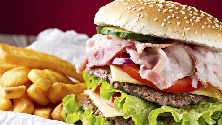 Attention, de mauvaises surprises peuvent vous attendre dans votre fast-food préféré. (GETTY IMAGES)