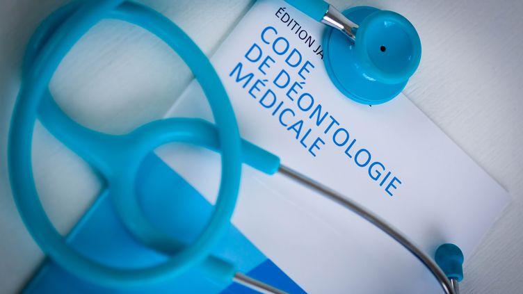 Les signataires demandent à la ministre de la Santé de publier un décret permettant l'ajout d'un article spécifique au Code de déontologie médicale. (GARO / PHANIE / AFP)