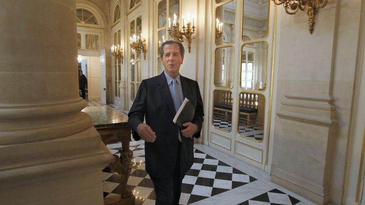 Le président du Conseil constitutionnel, Jean-Louis Debré, arrive pour y présider une audience, le 20 juillet 2010, à Paris. (FRANCOIS GUILLOT / AFP)