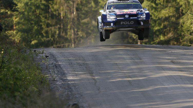 Sébastien Ogier à l'aise sur les bosses de Finlande (FRANCOIS BAUDIN / AUSTRAL)