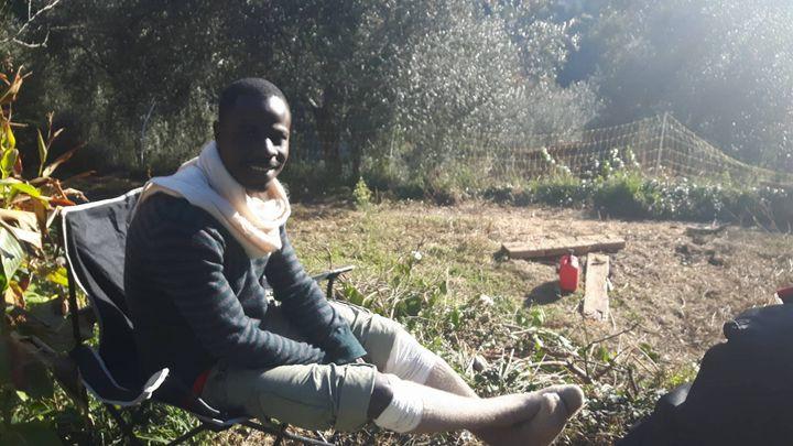 Hassan, qui a fui le Tchad, s'est reposé chez Cédric Herrou, dans la vallée de la Roya. (RADIO FRANCE / GAËLE JOLY)