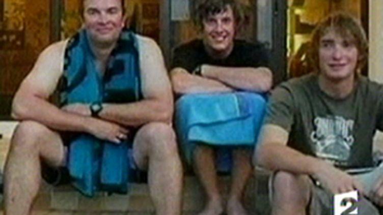 Trois des cinq marins britanniques arrêtés le 25 novembre et libérés le 2 décembre (France 2)
